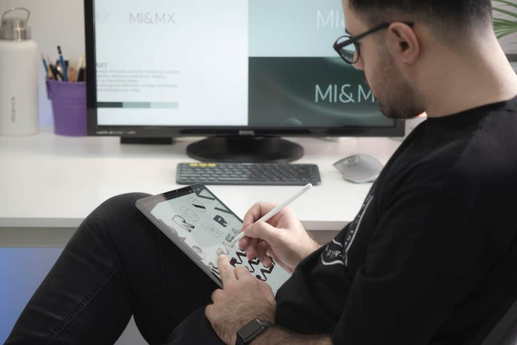 Man desingning on PC